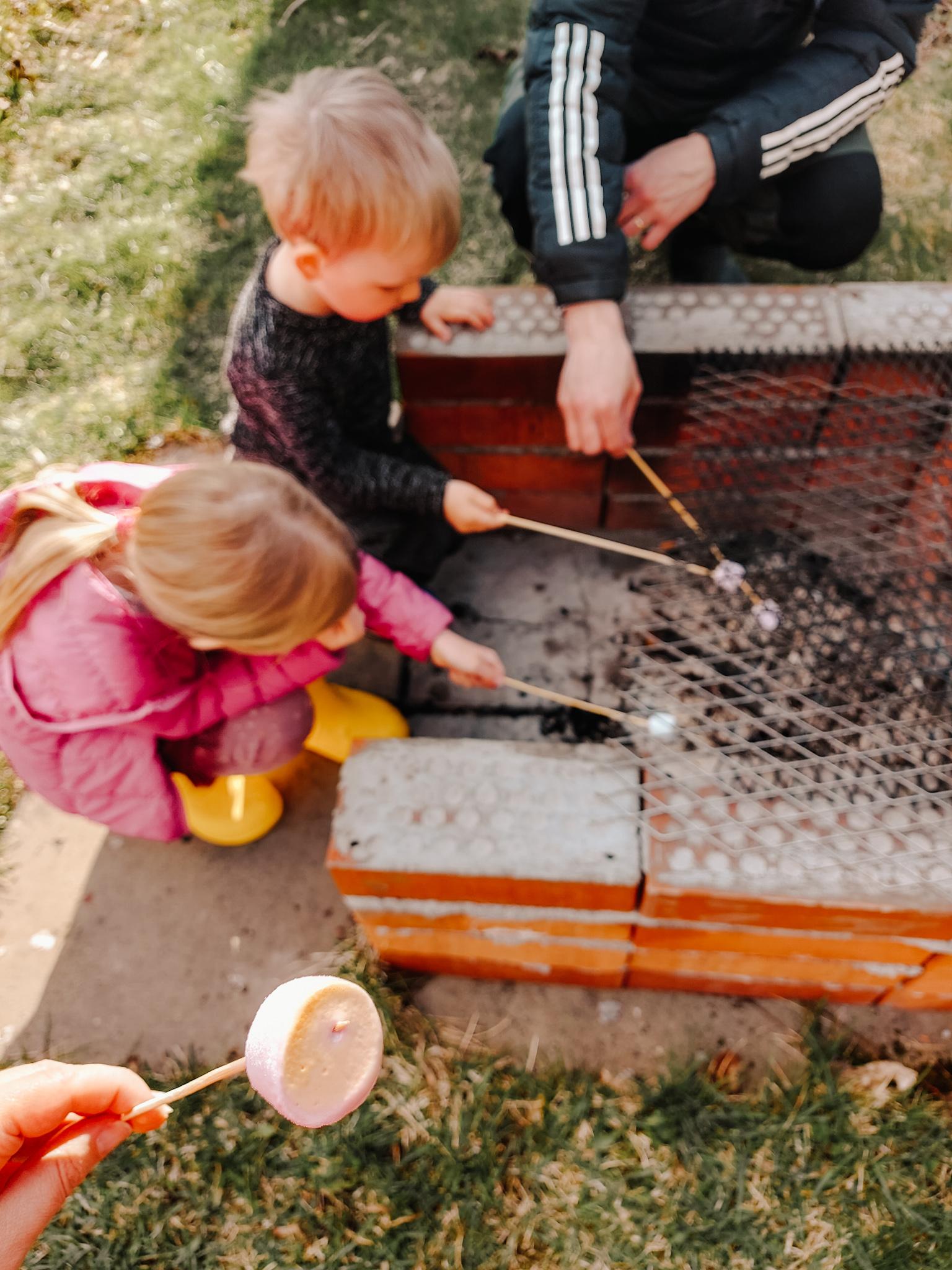 vaahtokarkit grillissä
