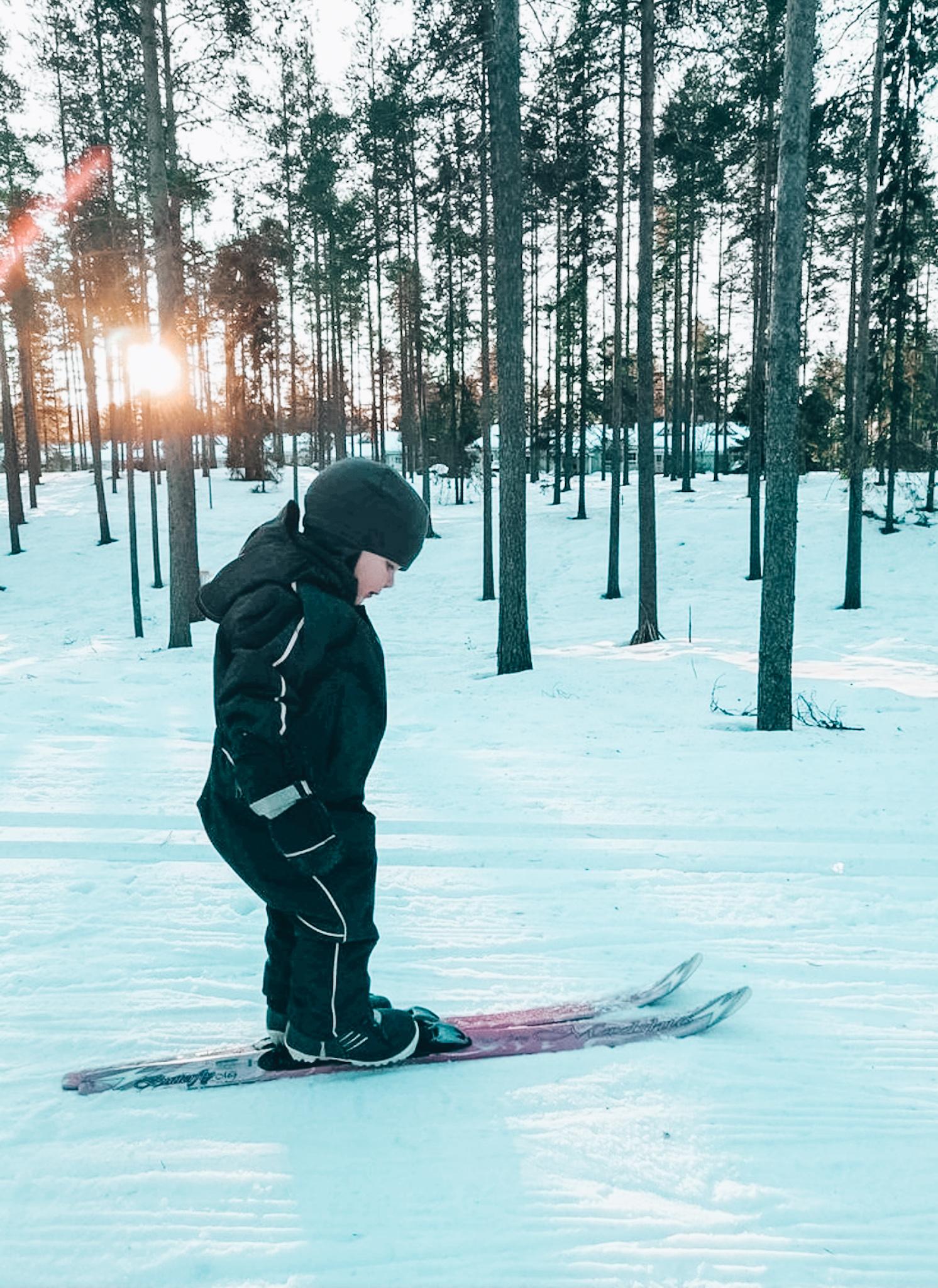 lapset ja hiihtäminen